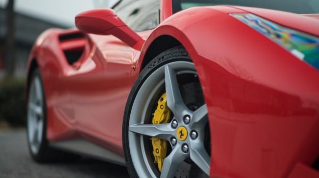 6 odštekanih Instagram profilov, ki jim ljubitelji avtomobilov morate slediti (foto: Shutterstock)