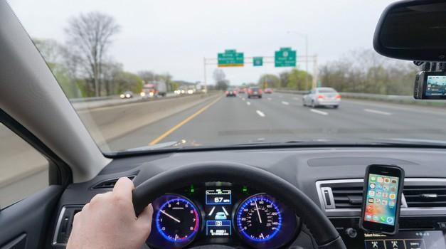 Voznik na Floridi streljal na bližnji avto kar skozi vetrobransko steklo (video) (foto: Shutterstock)