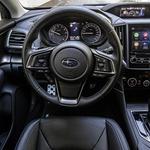 No, notranjost je sicer dokaj nova, toda pri Imprezi se zdi, kot da so se Subarujevi oblikovalci nalašč ognili sodobnim trendom. (foto: Uroš Modlic)