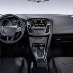 Ambient je urejen, logičen in podrejen predvsem vozniški ergonomiji. Materiali so povprečni, izdelava pa zelo dobra. (foto: Ford)