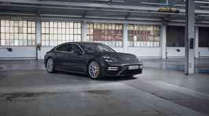 700 'konjev' za Porsche Panamero