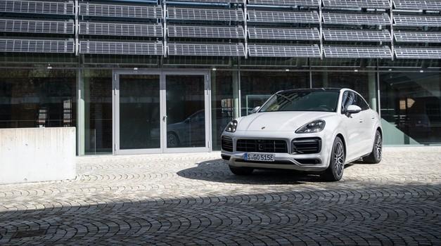 Porsche Cayenne sledi Panameri (foto: Porsche)
