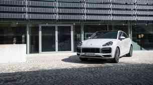 Porsche Cayenne sledi Panameri