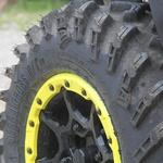 Kolesa in gume so najvišje kakovosti, kar se opazi tudi med vožnjo po terenu. (foto: Kavčič)