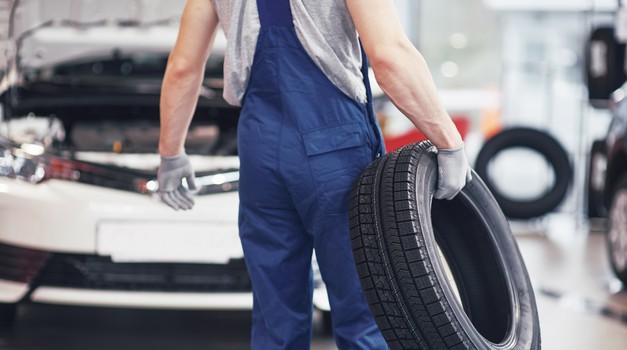 Menjava pnevmatik je ključnega pomena pri varni vožnji (foto: Shutterstock)