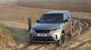 Premiera: Land Rover s prenovo obdržal prepoznaven zadek