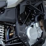 Enovaljni motor zmore solidnih 34 'konjev'. Povsem dovolj za motorista začetnika. (foto: Uroš Modlic)