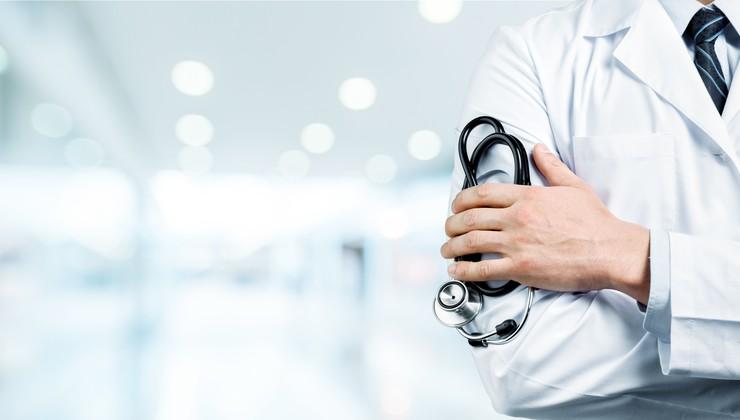 Zdravstvo: To je edini način, kako lahko pridete do zdravnika brez čakalne vrste!