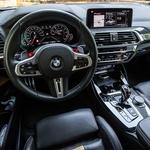Voznikov kokpit (in notranji ambient v celoti) je vzoren primer ergonomske popolnosti in kakovosti izdelave. Enako velja za prednje sedeže, ki so rezervirani izključno za model Competition. (foto: Uroš Modlic)