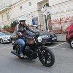 Dimenzijsko V7 III ne spada med obilne motocikle, a na njem udobno sedimo tudi (pre)veliki. (foto: Kavčič)
