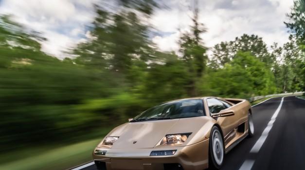 Legendarni superšportnik je zapeljal v četrto desetletje (foto: Lamborghini)