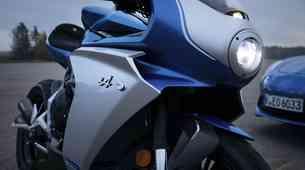 Premiera: MV Agusta in Alpine združila moči pri izdelavi retro dvokolesnega športnika