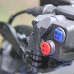 S pritiskom na gumb lahko preklapljate med različnimi pogoni med vožnjo. (foto: Kavčič)