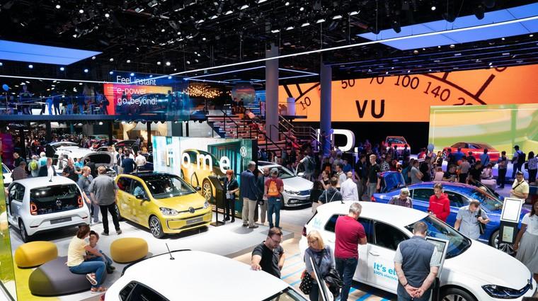 Vlada potrdila predlog zakona novega davka na motorna vozila: se splača pohiteti z nakupom? (foto: Newspress)