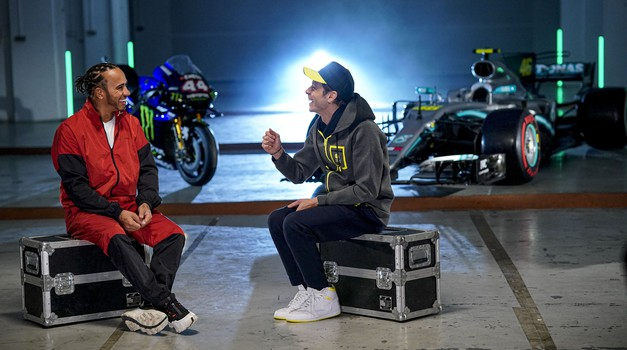 Rossi in Hamilton ob obletnici obujala spomine na menjavo dirkalnikov (video) (foto: Monster Energy)