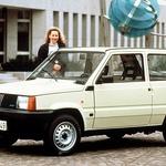 Slavna oblikovalska in konstruktorska imena trdijo, da je bil Panda na področju prostornosti in konstrukcije revolucionaren avtomobil. (foto: Fiat)