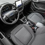Vozniška kabina je vzorno urejena, tudi izdelava in materiali so na precej kakovostni ravni. (foto: Uroš Modlic)