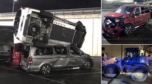 Z bagrom uničil 50 novih Mercedesov