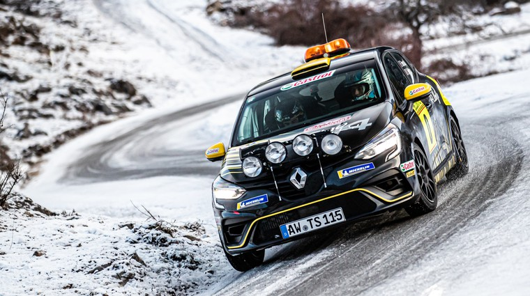 Uradno: tudi Renault se v reliju dviguje stopničko višje (foto: Uroš Modlic)