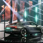 Svetovna premiera: Audi e-tron GT - Porschejevemu Taycanu diha za ovratnik ... (foto: Audi)