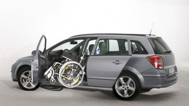 Gibalno ovirani - spregledana skupina voznikov (foto: Opel)