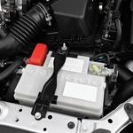 Poskrbite, da bodo kabli na priključkih akumulatorja vedno čisti in čvrsto privijačeni. (foto: Profimedia)