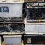 Odslužen avtomobilski akumulator je na odpadih, kjer odkupujejo surovine, vreden od štiri do sedem evrov. (foto: Profimedia)