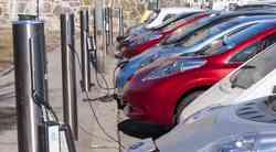 Prodaja električnih avtomobilov raste, a brez pomoči države ne bo šlo