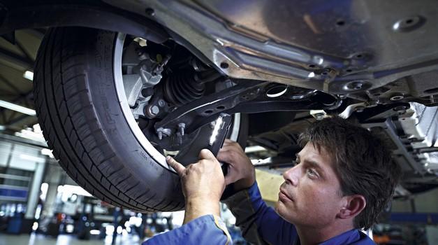 Avtomobilskim trgovcem in serviserjem prekipeva, zahtevajo sodelovanje z vlado (foto: Newspress)