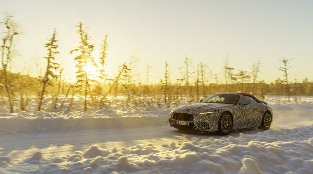 Mercedesov lahki športnik pripravljen, da odvrže krinko (foto: Mercedes-Benz)