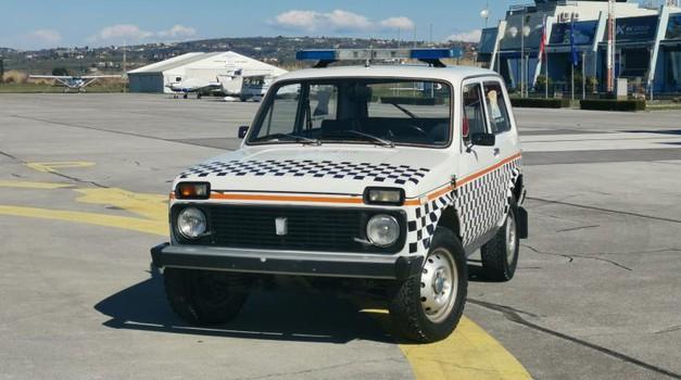 Lada Niva z najmanj kilometri? Prodaja se na portoroškem letališču (foto: Arhiv Letališča Portorož)