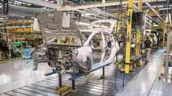 Pomanjkanje čipov prizadelo tudi Slovenijo, Revoz zaustavlja proizvodnjo