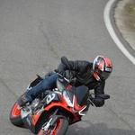 Aprilia Tuono 660 je prijetna osvežitev v srednjem razredu motociklov. Razmerje med močjo motorja in maso jo postavlja v vrh. (foto: Alberto Cervetti)