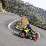 Ovinki so okolje, kjer boste na tem motociklu zelo uživali. (foto: Aprilia)