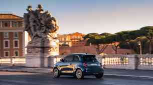 Novo v Sloveniji: Fiat 500e - Ne le mesto, njegov dom bodo tudi izvenmestne poti