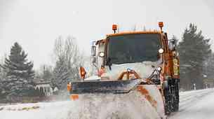 Vozniki, pozor! Pred torkovim sneženjem morate vedeti za tole pravilo!