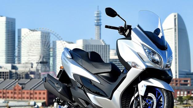 Suzuki  Burgman 400 (2021) - na prvi pogled enak, vendar osvežen (foto: suzuki)
