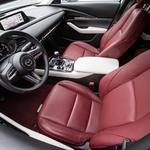 Barvna kombinacija notranjosti je res stvar ukusa. Toda izdelava in uproabljeni materiali so dokaz, da gre Mazda proti premijskemu segmentu. (foto: Uroš Modlic)