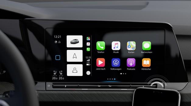 Storitvi Apple CarPlay in Android Auto sta prva znaka, kako si tehnološki velikani utirajo pot v avtomobilski svet. (foto: Volkswagen)