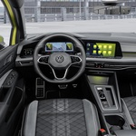 Notranjosti današnjih avtomobilov so bolj podobne simulatorjem kot pa pravim prevoznim sredstvom. (foto: Volkswagen)