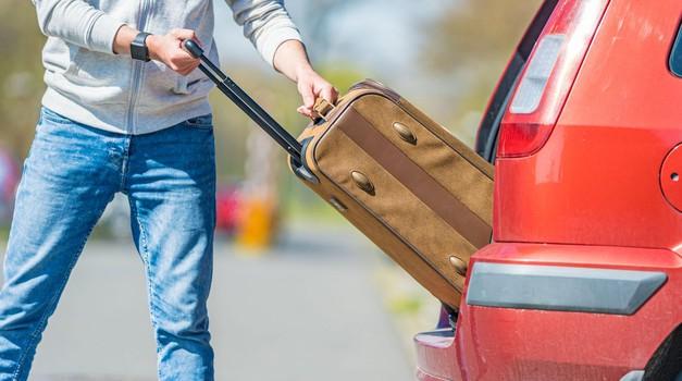 Kolesa, strešni kovčki in ducat 'potovalk' - kaj pa varnost? Tako boste poskrbeli za varen odhod na počitnice (foto: Profimedia)