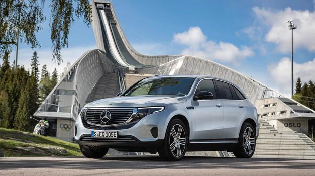 Novo v Sloveniji: Naelektreno tudi pri Mercedesu. To je prvi limuzinski model ... (foto: Daimler)