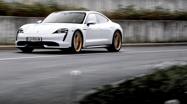 Lepota je sicer resda zelo relativna reč, a v tem primeru si upam trditi, da je to eden najlepših, tudi najbolj seksi avtomobilov. (foto: Uroš Modlic)