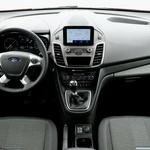 Čeprav je položaj za volanom precej pokončen, pa ergonomiji ni mogoče očitati nič. (foto: Mitja Sagaj)