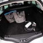 Kljub 100-litrskemu manku je prtljažnik še vedno dovolj prostoren in uporaben za družinske potrebe. (foto: Uroš Modlic)