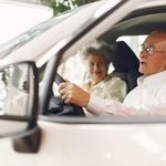 V Sloveniji je več kot 352.000 imetnikov vozniških dovoljenj, starejših od 61 let, kar predstavlja dobro četrtino vseh voznikov. (foto: Freepik)