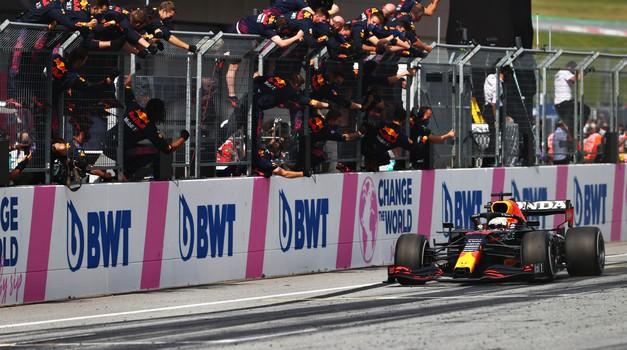 Formula 1, VN Avstrije: Verstappen ponižal Mercedes, Hamilton s sklonjeno glavo iz Spielberga (foto: Red Bull)
