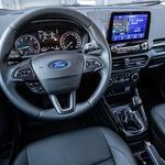 Delovni prostor: povsem znan iz preostalih Fordov in dovolj sodoben, da mu ne gre očitati kaj dosti. (foto: Uroš Modlic)
