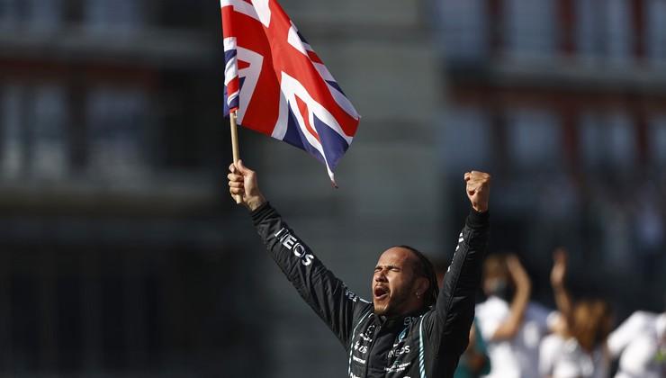 Formula 1, VN Velike Britanije: Hamilton poslal Verstappna v zid in zmagal
