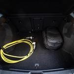 Prtljažnik je nadpovprečnih mer, prostren in obdelan. Pod njim sta še motor in močnostna elektronika. In ne, spredaj, tam, kjer je bil svoj čas motorni prostor, ni nobnega dodatnega prostora. (foto: Uroš Modlic)